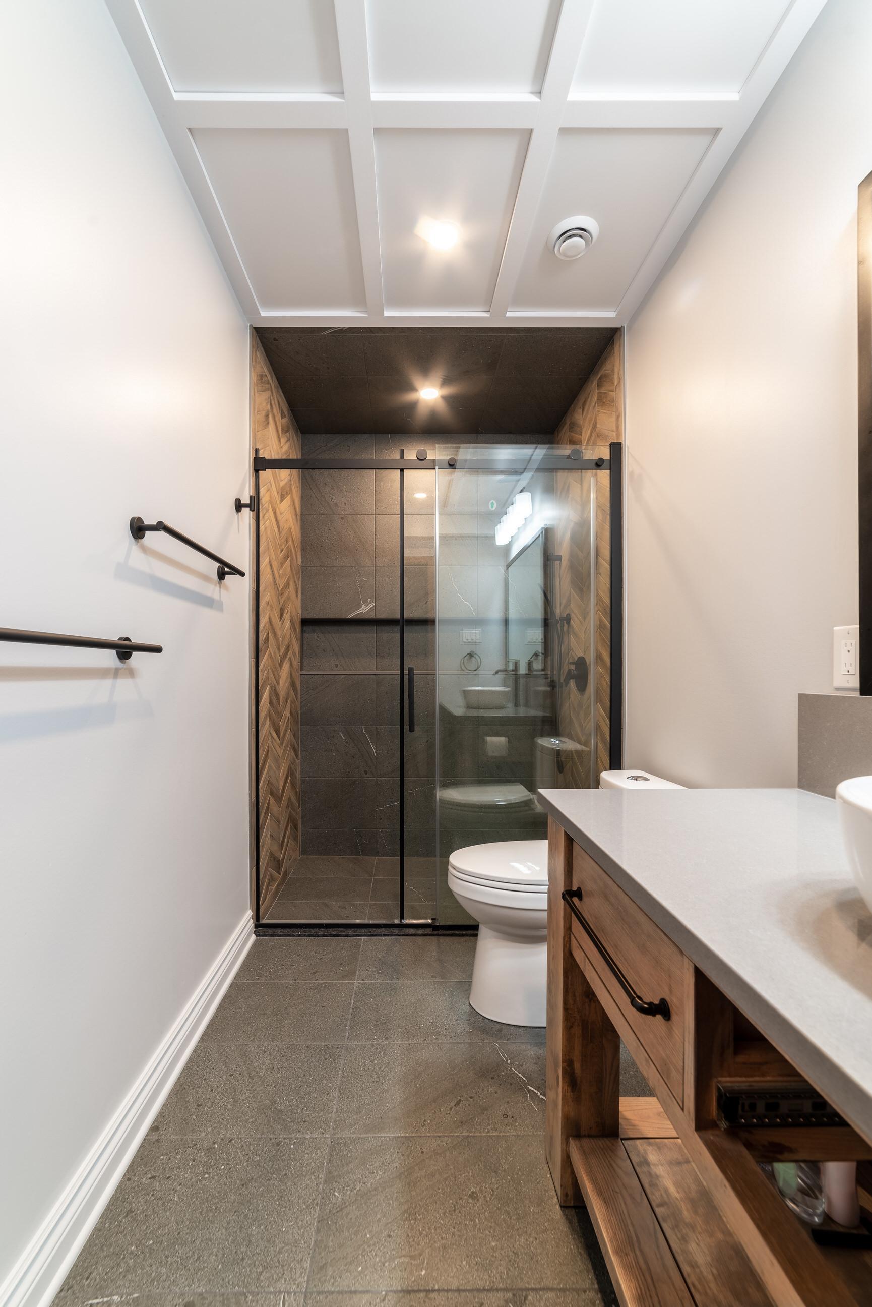 Calabogie bathroom