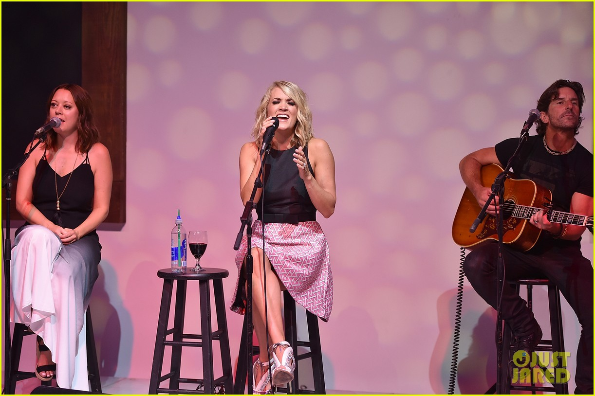 CarrieUnderwood_August16_N12H_3