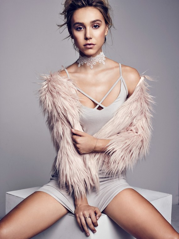 Allure_AlexisRen_Dec16_FM_Manokhi_FDT