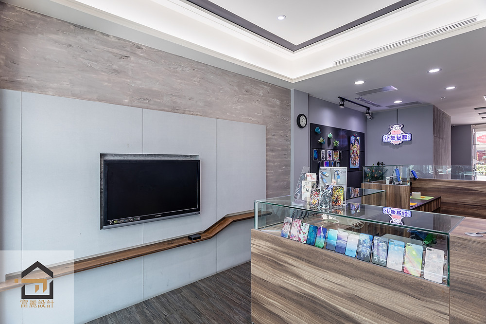 新店室內設計-小豪包膜新店店-玻璃櫃