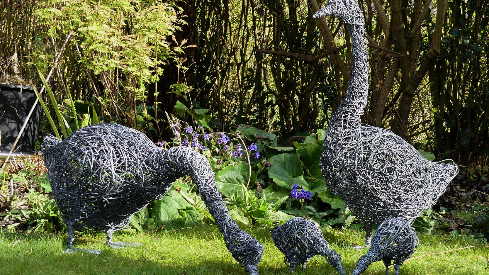 Family of wire geese