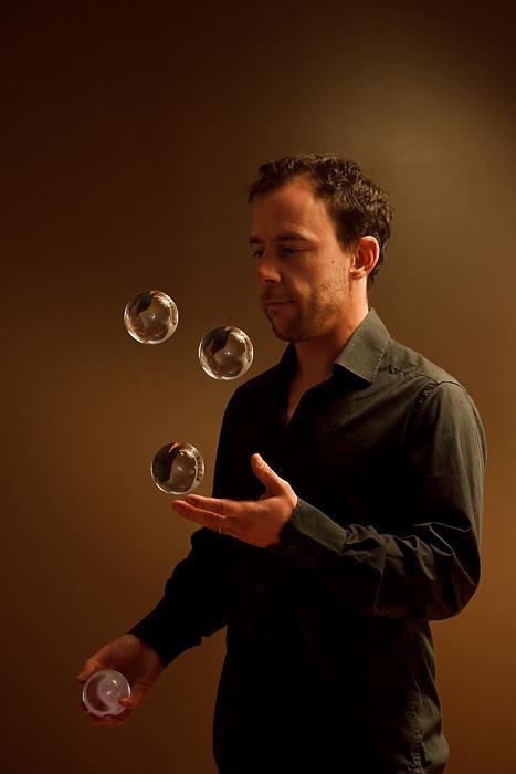 Al Cantara jonglerie acryliques