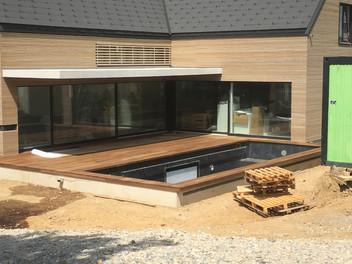 Holzbau Ott Aussenfassade mit Terassenboden