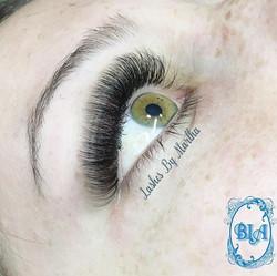 Those eyes! 🤗 Volume lashes by Martha a