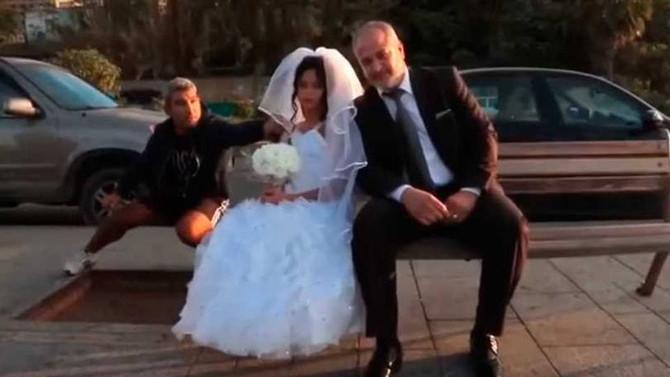 Ação testa reação pública a casamento entre homem e criança