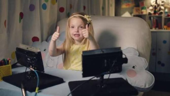 Crianças ajudam adultos a se conectarem no offline