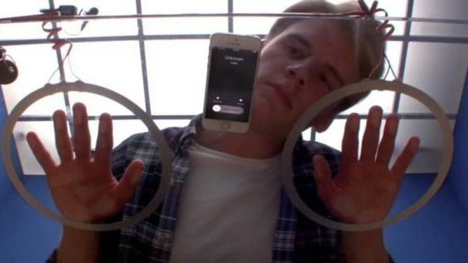 Motorola desafia: você consegue ficar sem olhar o celular?