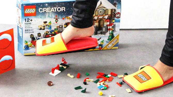 Lego cria pantufa para proteger seus pés das peças no chão