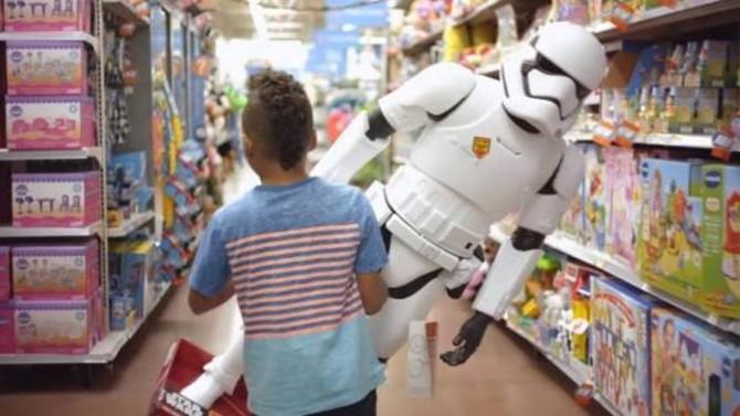 Crianças escolhem entre receber e dar presente de Natal