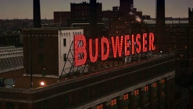 Propaganda da Budweiser cria dois vídeos em um para celular
