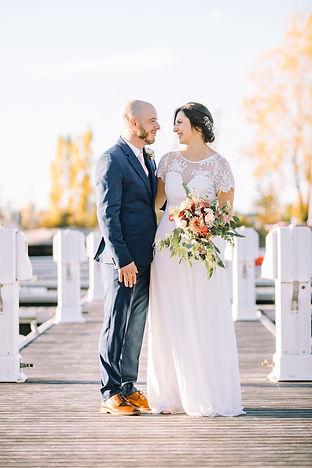 mariage automne montréal couple fleurs d'automne bouquet quai marina quai 99 Longueuil