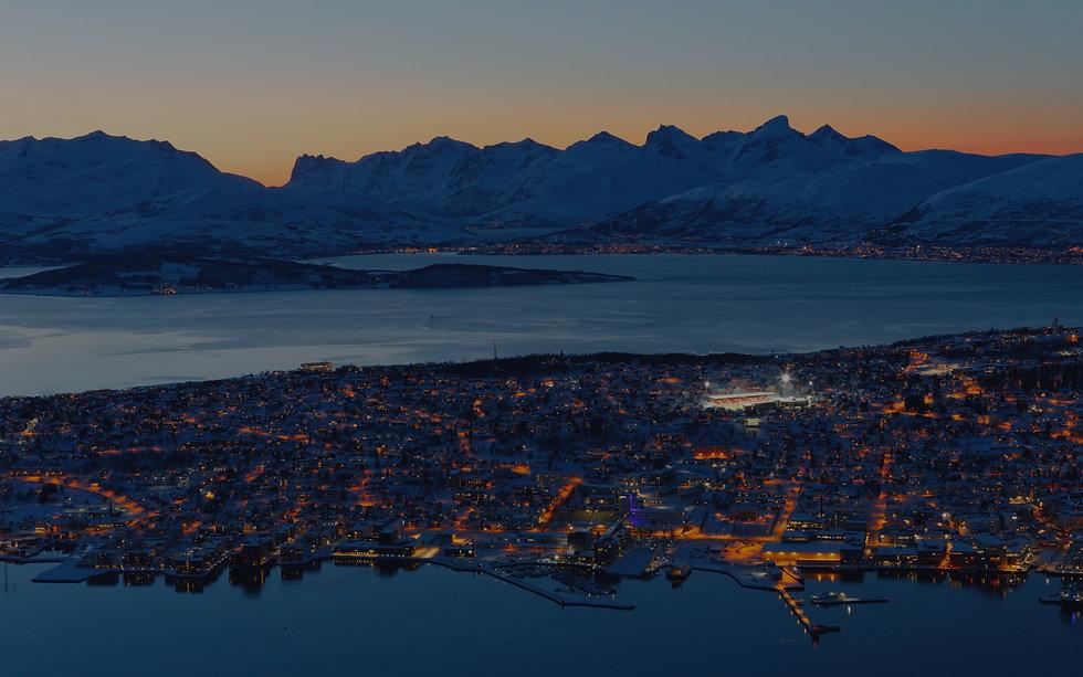 Troms%C3%B8%20seen%20from%20Fjellheisen_edited.jpg