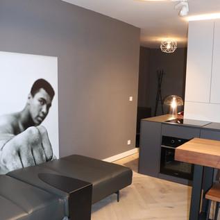 WZ-Bartisch-Küche-Sofa.JPG