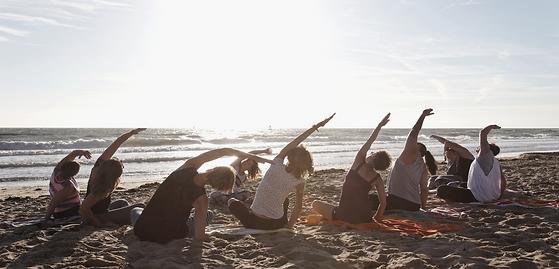 Morgen ypga på stranden Hver weekende i hele julie og august.png