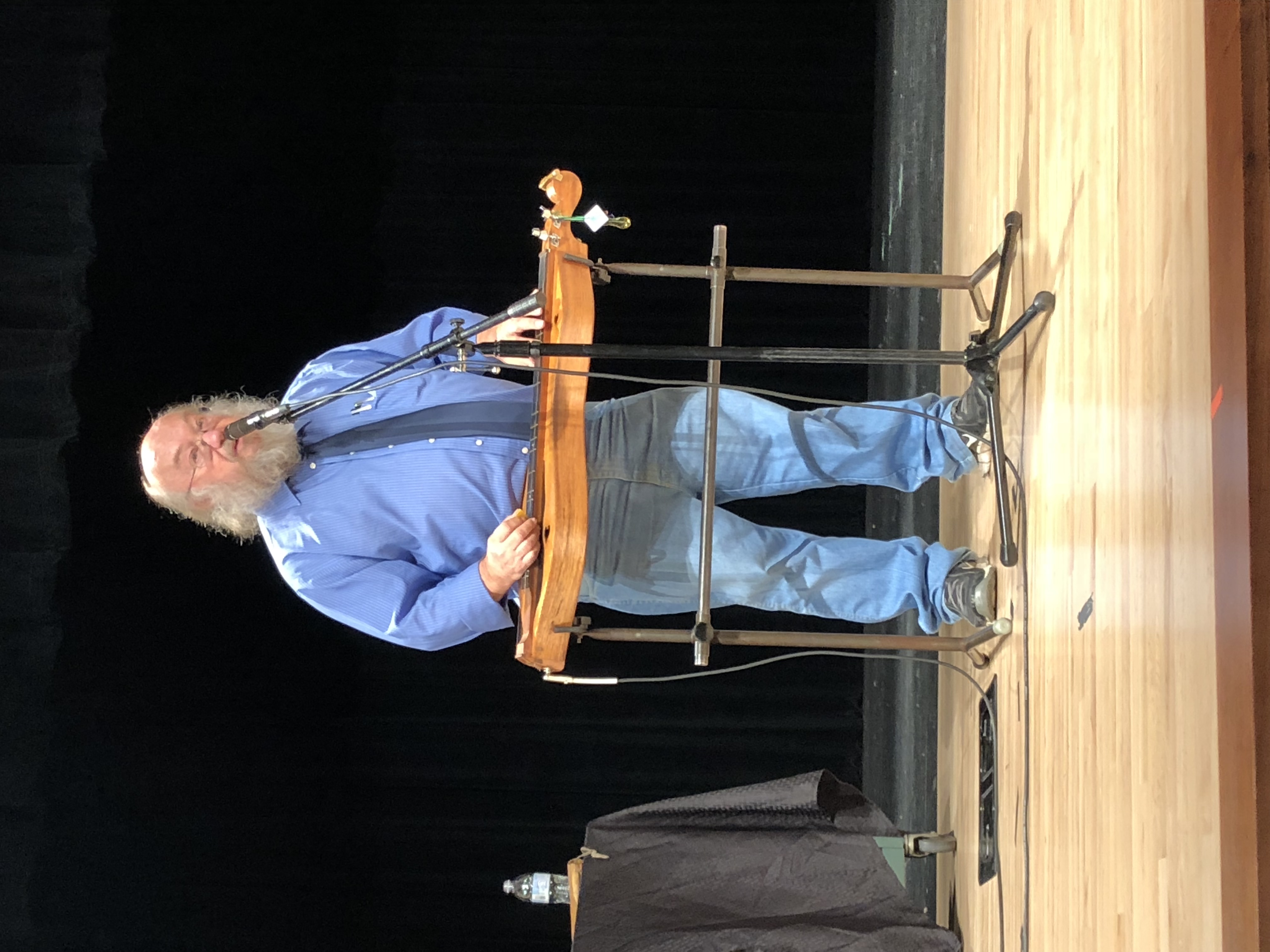 Mike Anderson playing the dulcimer