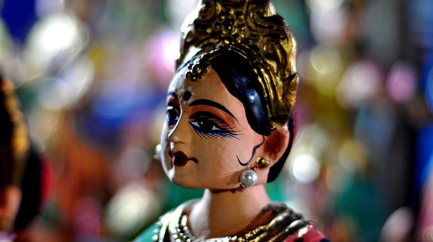 bobblehead dolls of tanjore.jpg