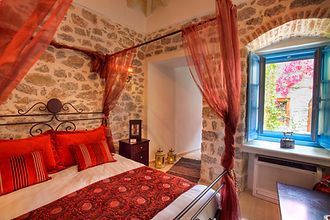 The suites at Portadelmare are spacious with high ceilings