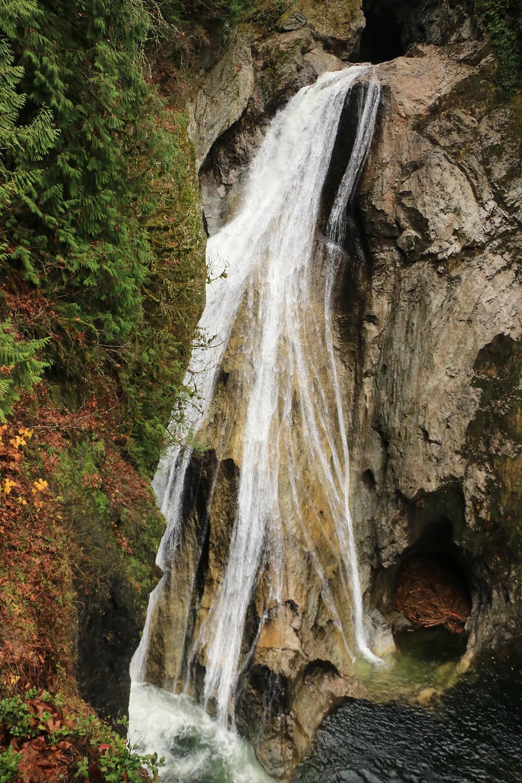lower Twin Falls waterfall