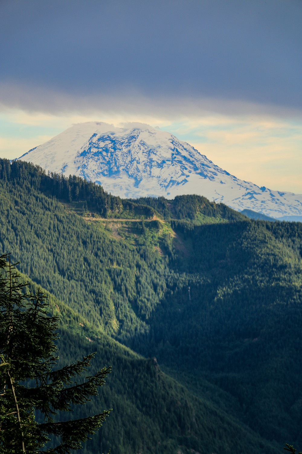 Mount Rainier from the viewpoint of Mailbox Peak