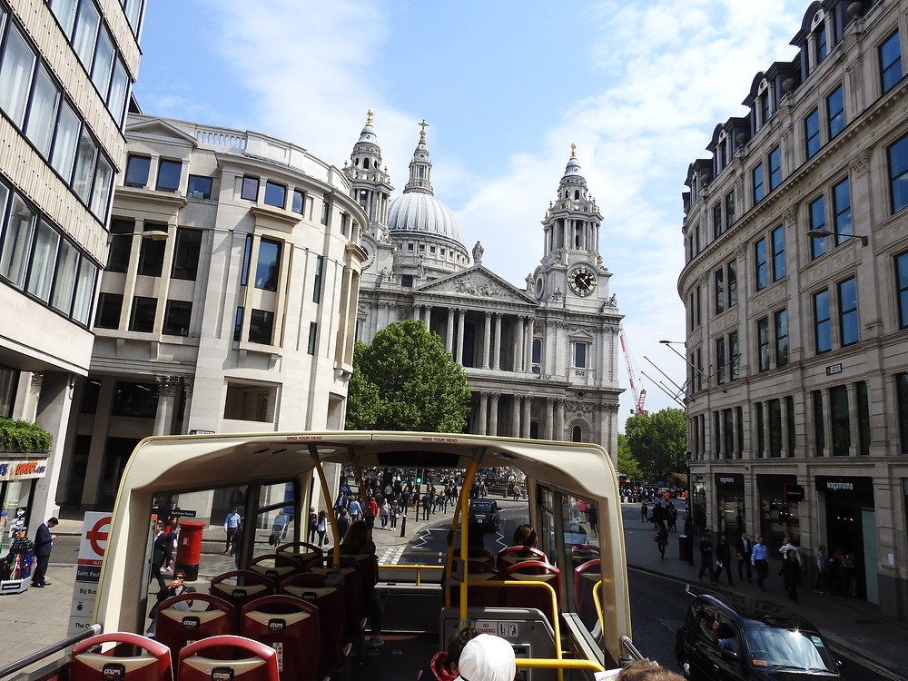 Initial view approaching Saint Paul's Cathedral on a tour bus
