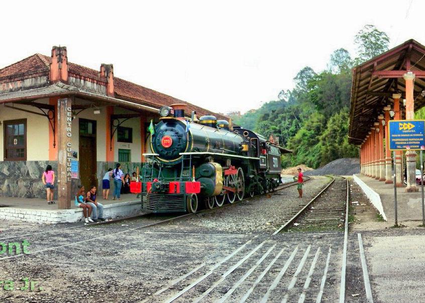 2010-10-23-estacao-ferroviaria-Santos-Dumont-panoramica