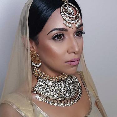 The Stunning Rakhee _rakswee modelling a #sabyasachi inspired look!! What a beauty!! ! 😍❤ _maccosmetics__hudabeauty _shophudabeauty _iconic.jpg