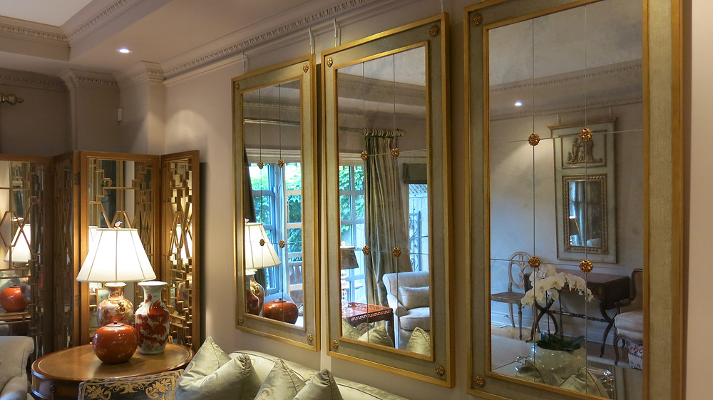 Triptych mirror in drawing room