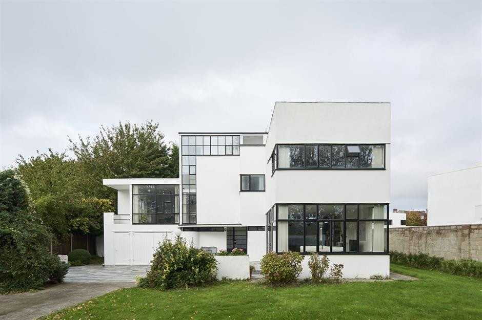 Art Deco Style combined with modern lines in Houses