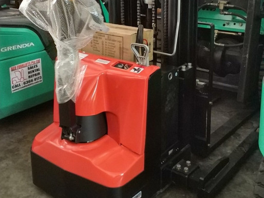 How To Choose A Full Electric Stacker