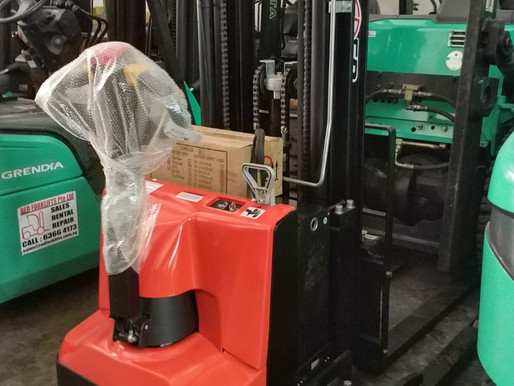 What is a Electric-Stacker? Basic Types & Application. (SINGAPORE)