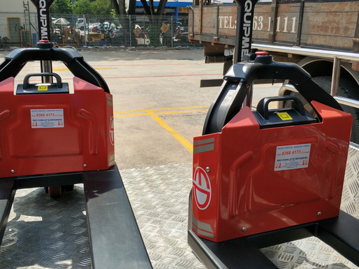 Pallet Truck Singapore Manual Vs. Electric