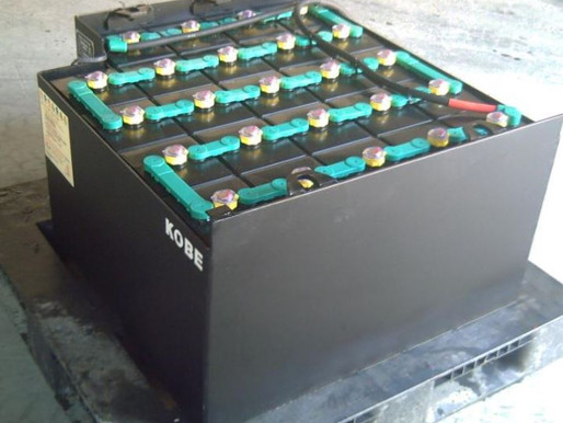 HOW TO CHARGE YOUR ELECTRIC FORKLIFT BATTERY ?