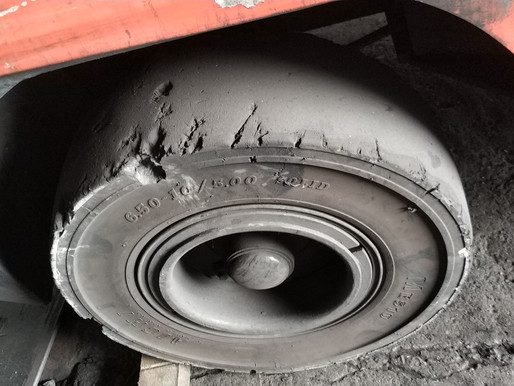 WHEN IS THE BEST TIME TO REPLACE YOUR FORKLIFT TIRES?