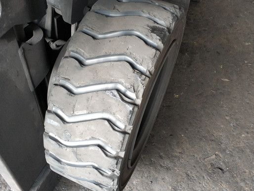 Wear & Tear Signs for Forklift Tires
