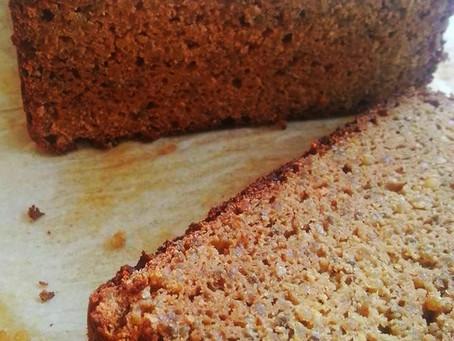 לחם קינואה וטחינה, טעים, ממלא ועשיר, שעושה חשק לעוד..