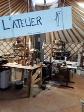 Intérieur de la yourte-atelier de céramique