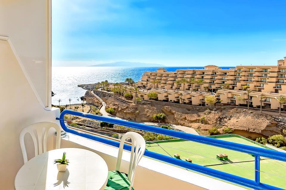 Balkonas su vaizdu į vandenyną