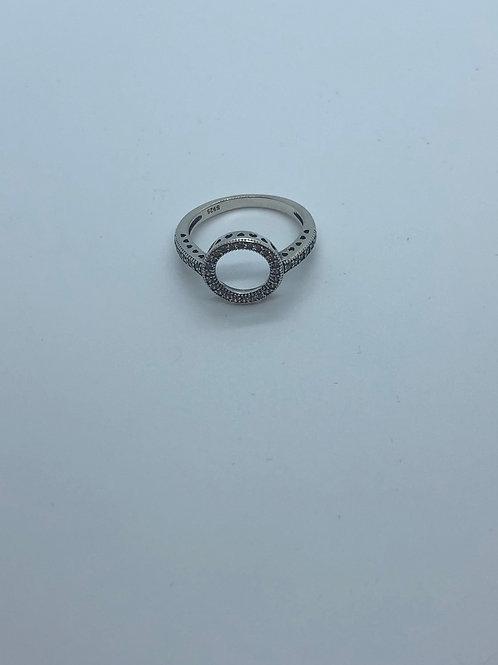 Circle pavé ring