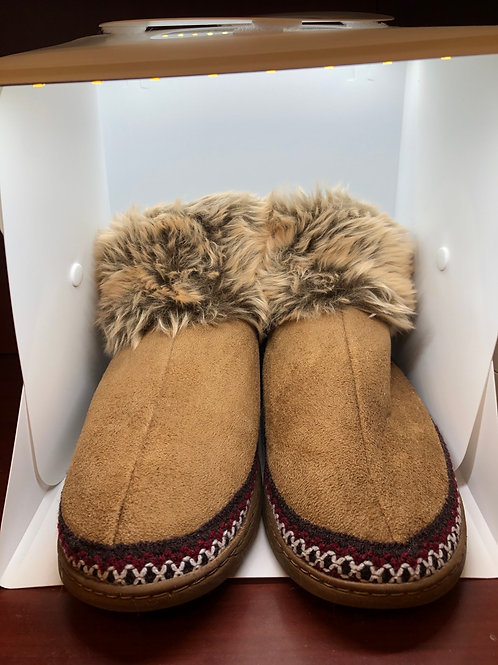 Short booties with faux fur