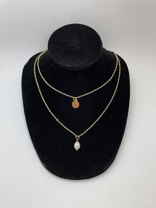 Dainty gold necklace with pearl