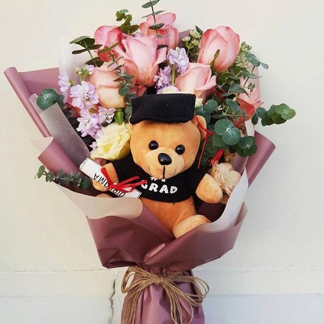 Graduation flower w/ Bear