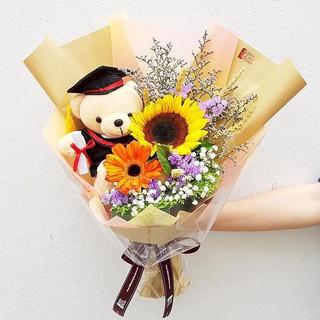 Graduation Flower w/Bear