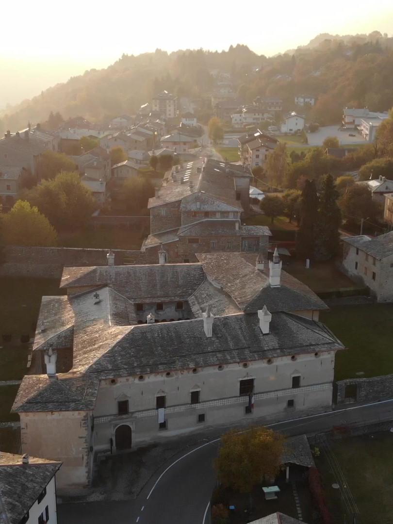 Teglio - Palazzo Besta.MOV