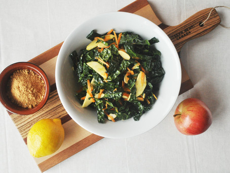 Moroccan salad with Tuscan kale, apples and currants