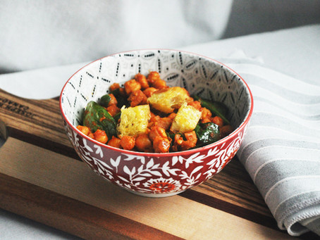 Spanish style chickpeas with spinach and croutons