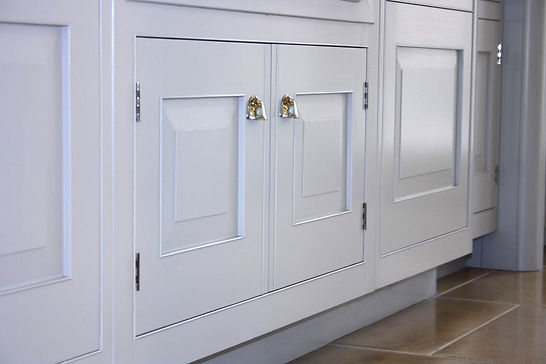 Kitchen and furniture painting services - The Pianted Cabinet - Hampshire | Surrey | Sussex |Berkshire | Wiltshire| Dorset| London