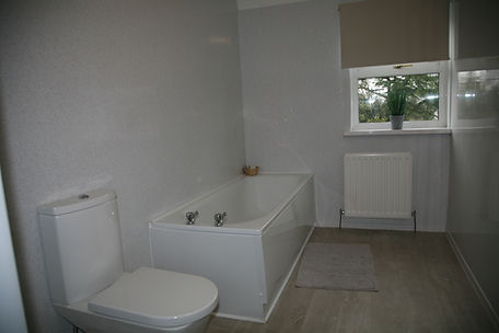 Room 1 bathroom (2).JPG