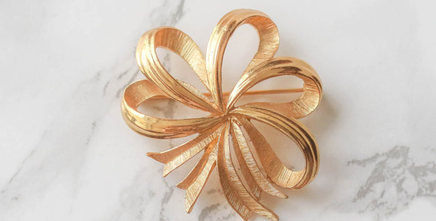 Trifari Vintage Gold Tone Ribbon Brooch