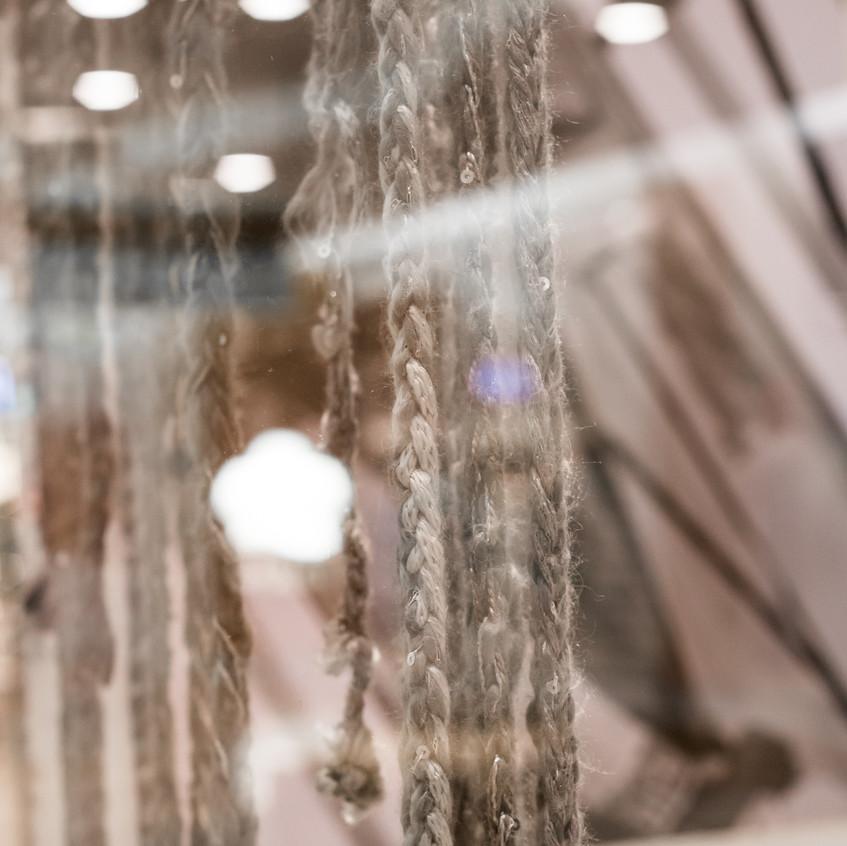Lãs de Odette Castro compondo o lançamento da Exposição Retratos Inclusivos no DiamondMall.
