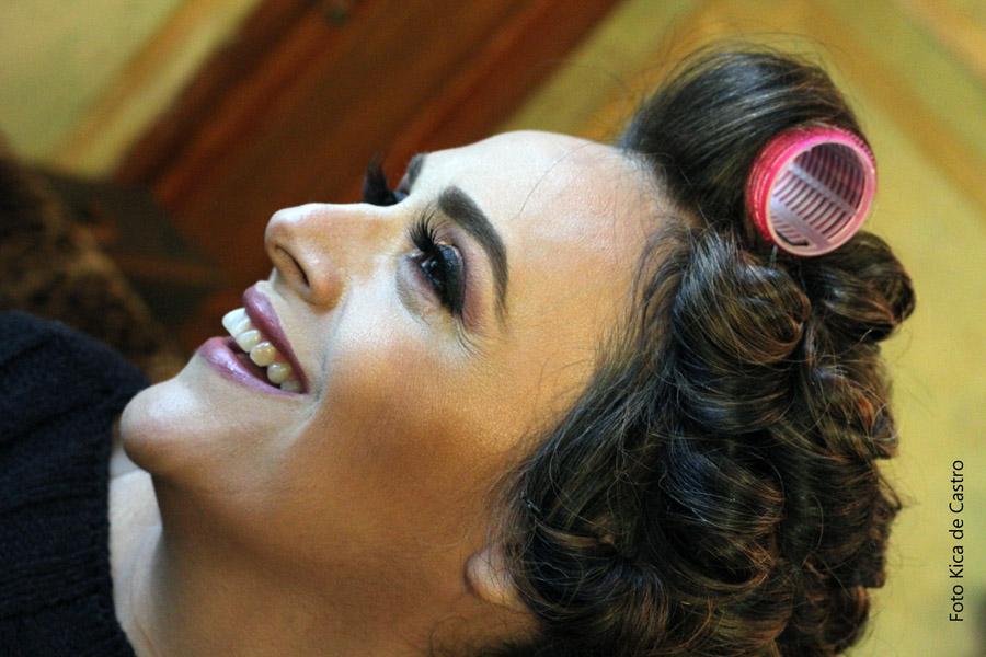 Adriana Buzelin maquiada por Rejane Soilho.